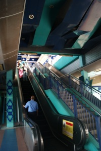 4-selalu-ada-escalator-untuk-naik-dan-turun-sangat-membantu